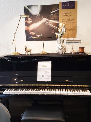BECHSTEIN piano droit d'excellence B124 IMPOSANT finition noir brillant