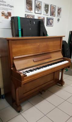 LOCATION d'un Piano Droit année 1920