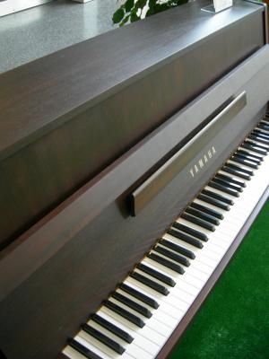 YAMAHA piano droit B1 110 cm  finition noyer