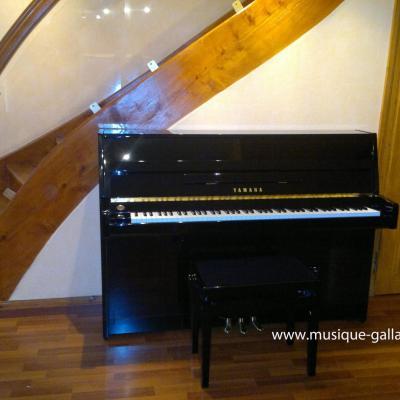 LOCATION d'un piano droit NEUF 110cm YAMAHA B1 noir brillant