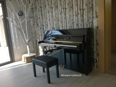 LOCATION-VENTE d'un piano droit d'occasion  YAMAHA B1PE 110cm