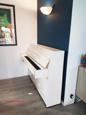 YAMAHA piano droit B1-PWH 110 cm  finition blanc brillant