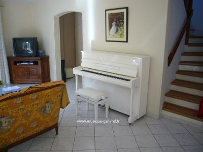 YAMAHA piano droit B2e-PWH 113 cm finition blanc brillant