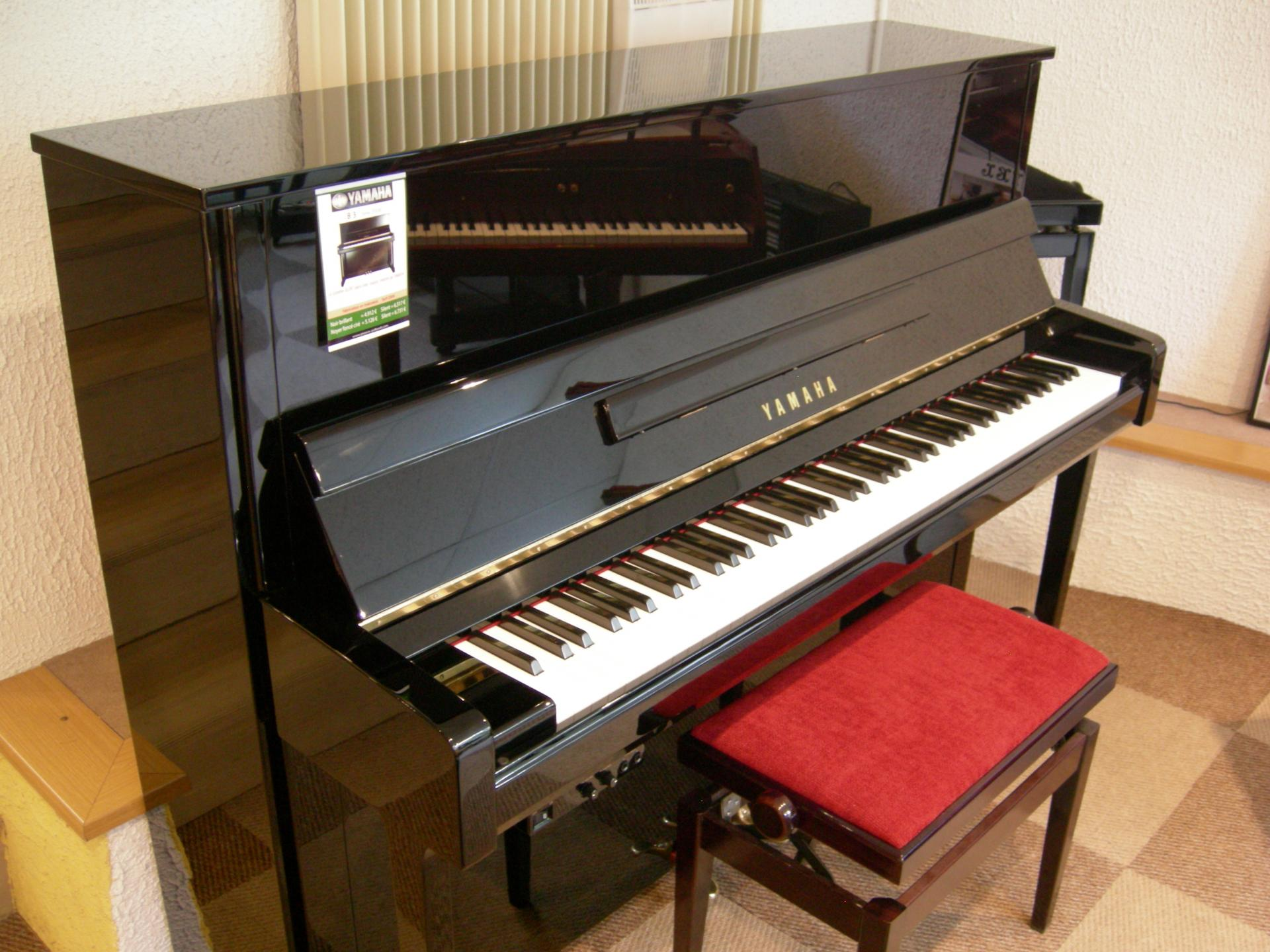 piano droit yamaha mod le b3epe noir brillant 121 cm. Black Bedroom Furniture Sets. Home Design Ideas