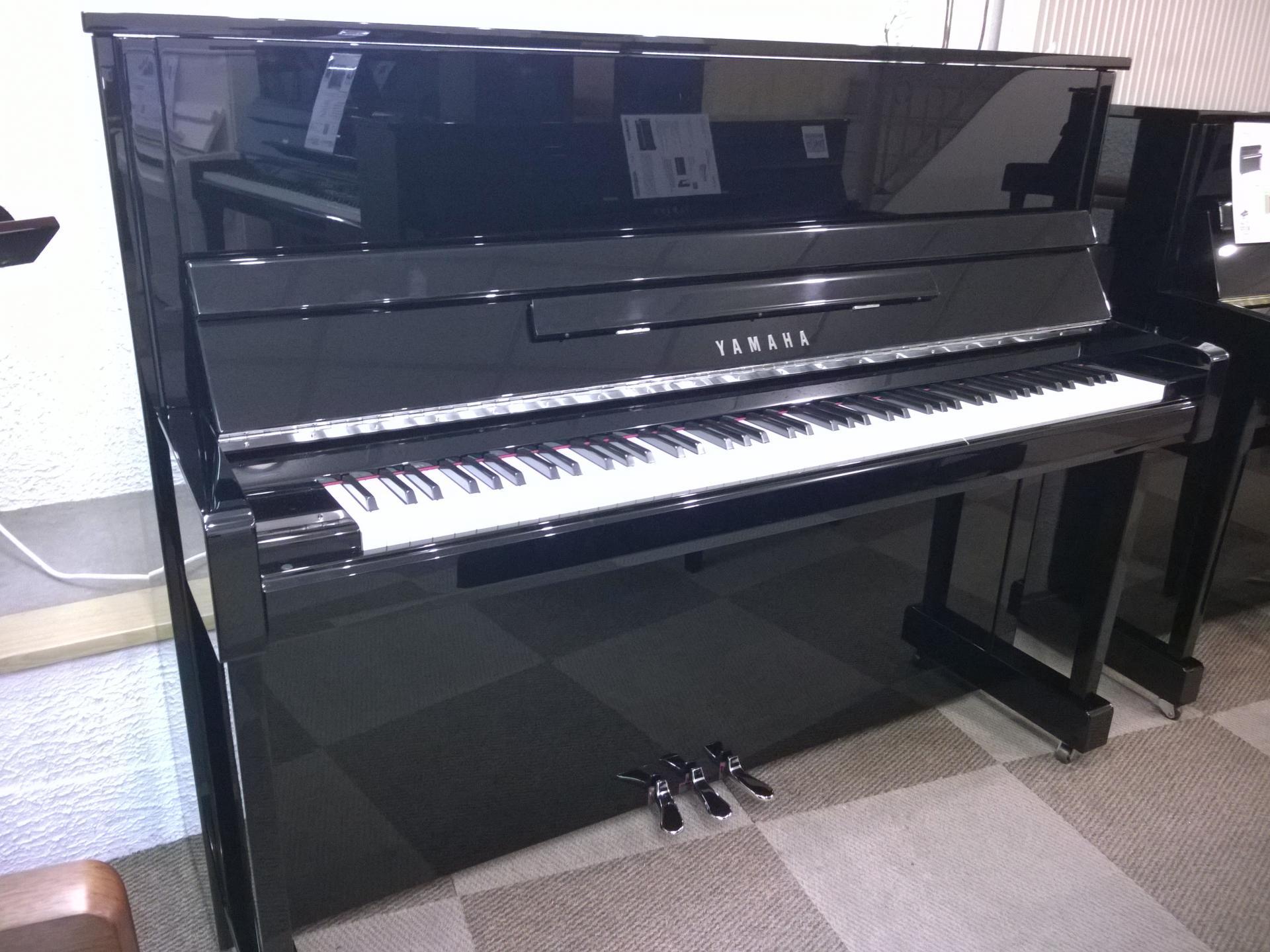 piano droit yamaha mod le b3epec noir brillant 121 cm chrom. Black Bedroom Furniture Sets. Home Design Ideas
