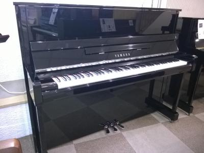 YAMAHA piano droit B3e-PEC 121 cm finition noir brillant & CHROME