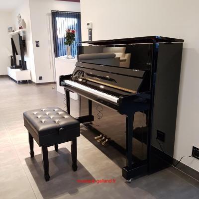 LOCATION d'un piano droit neuf YAMAHA 121cm B3 noir brillant