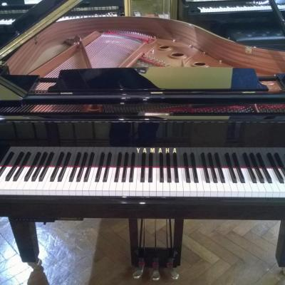 Piano à queue YAMAHA  C1X-PE noir brillant 161 cm