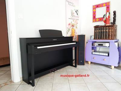YAMAHA CLP635-B noir + banquette + casque Yamaha