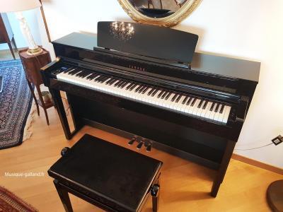YAMAHA CLP645-PE noir brillant CLAVINOVA  ( touches  bois )