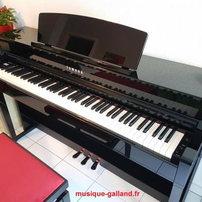 YAMAHA CLP735-PE noir brillant CLAVINOVA GrandTouche-S™ (Disponible)
