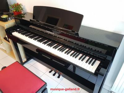 YAMAHA CLP635-PE finition noir brillant