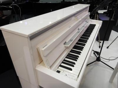 YAMAHA CLP685PWH + banquette + casque : piano blanc brillant