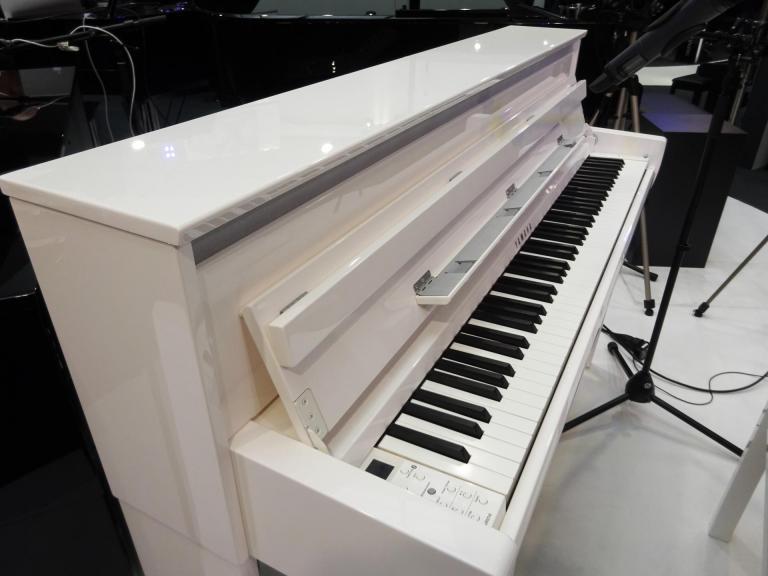 YAMAHA CLP685-PWH CLAVINOVA piano numérique blanc brillant Bluetooth intégré
