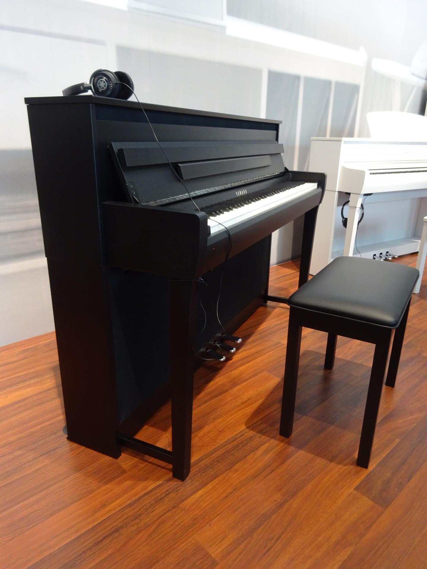 yamaha clp685b finition noir mat. Black Bedroom Furniture Sets. Home Design Ideas