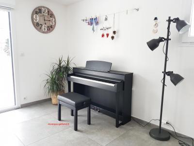 YAMAHA CLP735-B noir CLAVINOVA GrandTouche-S™