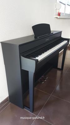 Précommande YAMAHA CLP735-B noir CLAVINOVA GrandTouche-S™