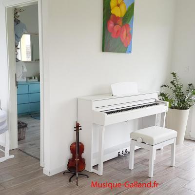 YAMAHA CLP735-WH blanc CLAVINOVA GrandTouche-S™  (Disponible)