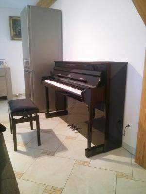 KAWAI CS11 noir brillant 3 x 45 Watts avec touches de pianos en bois
