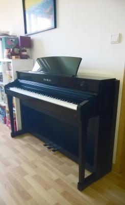 KAWAI CS8 noir BRILLANT 2 x 50 Watts avec touches de pianos en bois