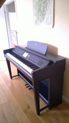 YAMAHA CVP705-B  piano numérique arrangeur noir touches bois