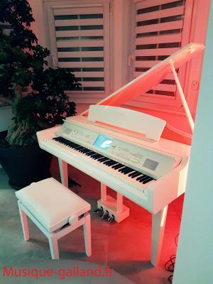 YAMAHA CVP709GPWH  numérique arrangeur blanc brillant touches en bois