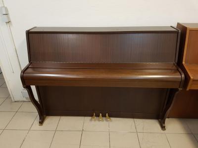 LOCATION d'un piano droit ERARD ( SCHIMMEL )