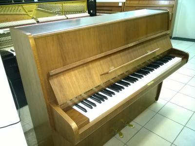 Piano droit d'occasion FUCHS ET MOHR noyer 109 cm