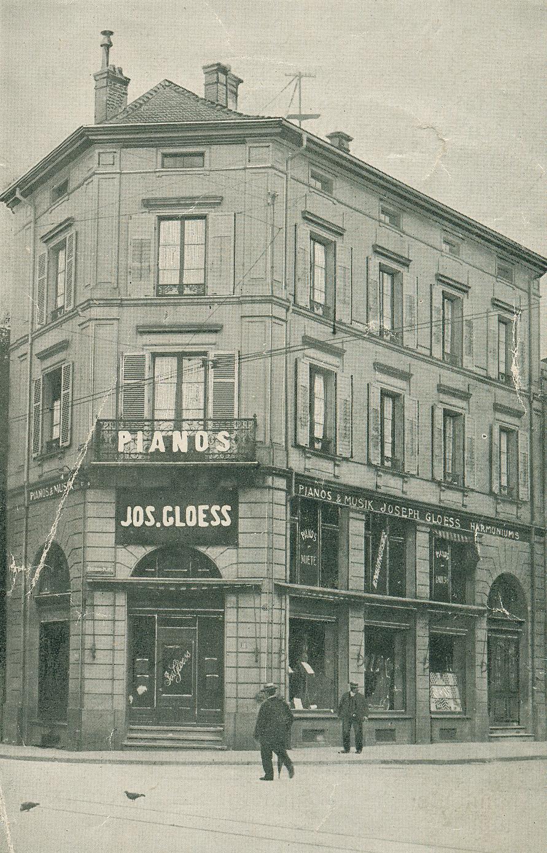 Gloess facade tramway