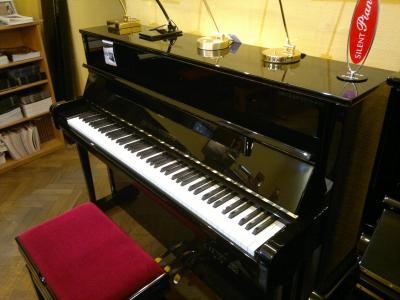 GROTRIAN-STEINWEG CARAT 118  piano droit d'excellence
