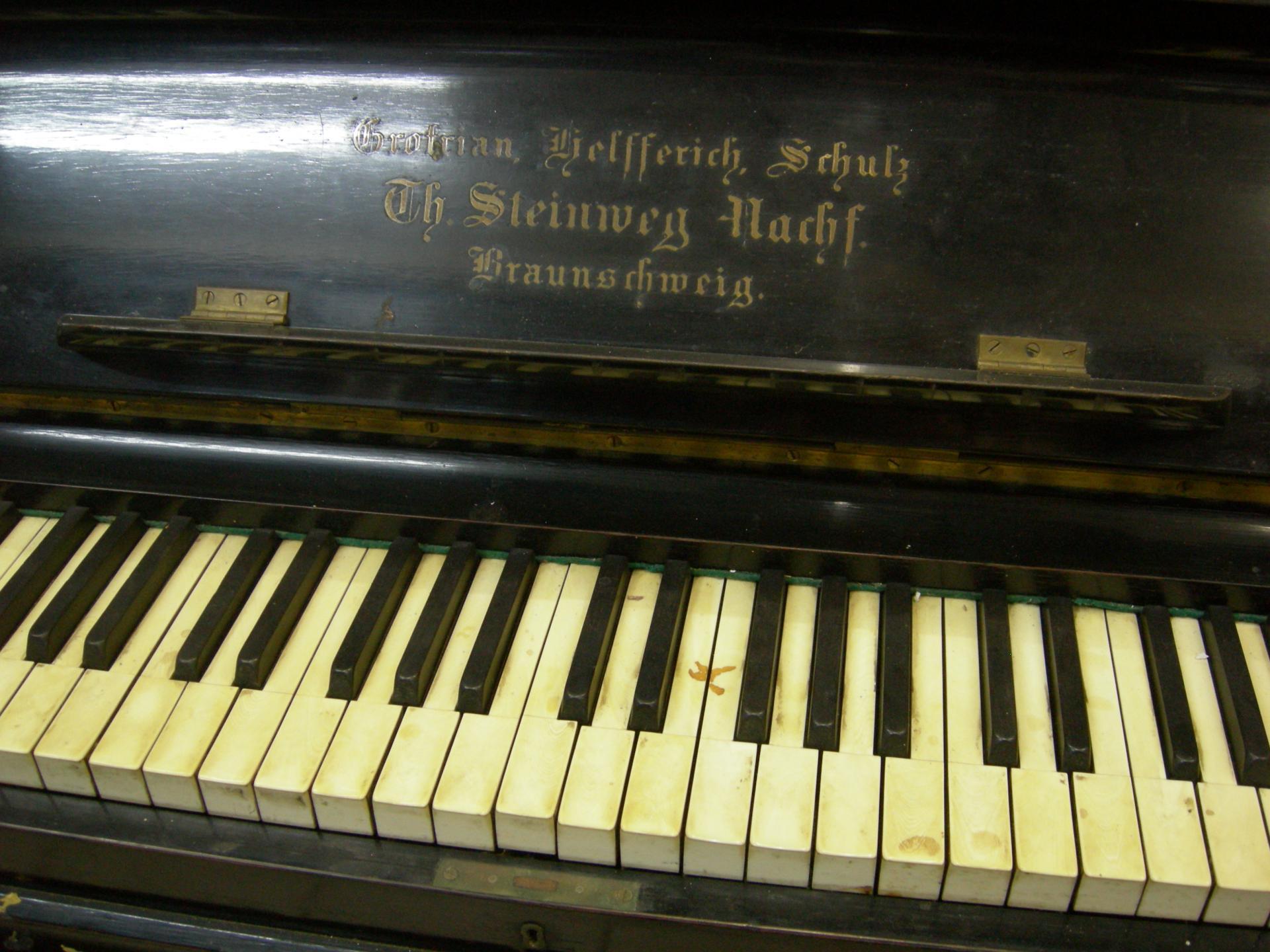 Grotrian helferich clavier avant