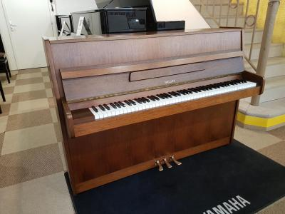 LOCATION d'un piano d'étude 112cm HELLAS mécanique Renner (Europe)