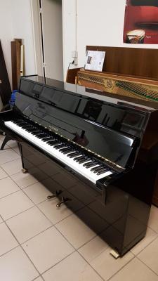 LOCATION d'un piano droit d'étude HYUNDAI noir brillant