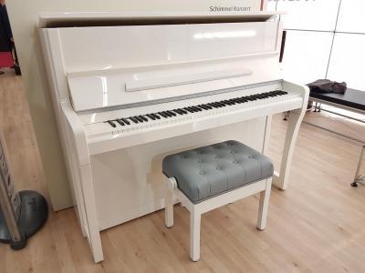 SCHIMMEL piano K-122 série CONCERT  blanc brillant mécanique RENNER