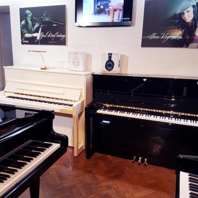 Piano neuf SCHIMMEL K122-CONCERT équipé du TWINTONE en noir (Disponible)