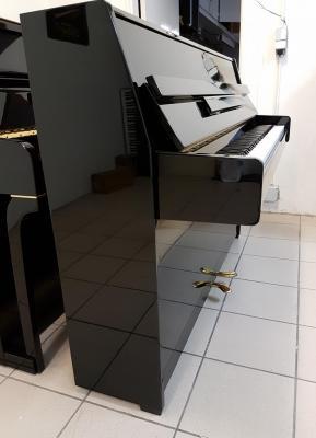 KAWAI Piano droit d'occasion noir brillant 105 cm