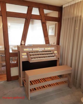 LIVE 3T JOHANNUS orgue 3 claviers 52 registres +finition chêne crèmeux