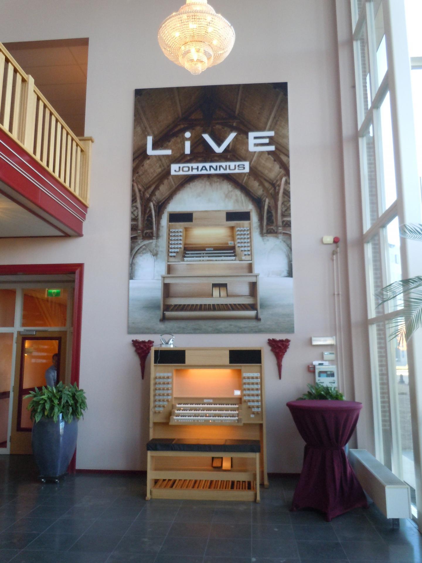 Live hall