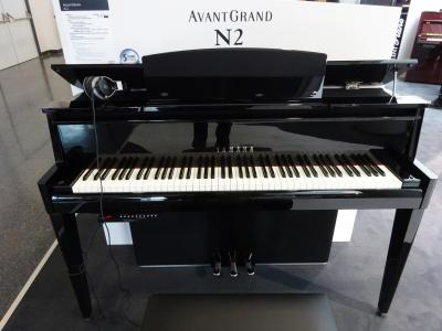 YAMAHA N2 AVANTGRAND HYBRIDE-QUEUE noir brillant