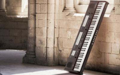JOHANNUS -ONE  orgue classique portable classique  de 80 jeux  76 notes  ( 14 Kg )