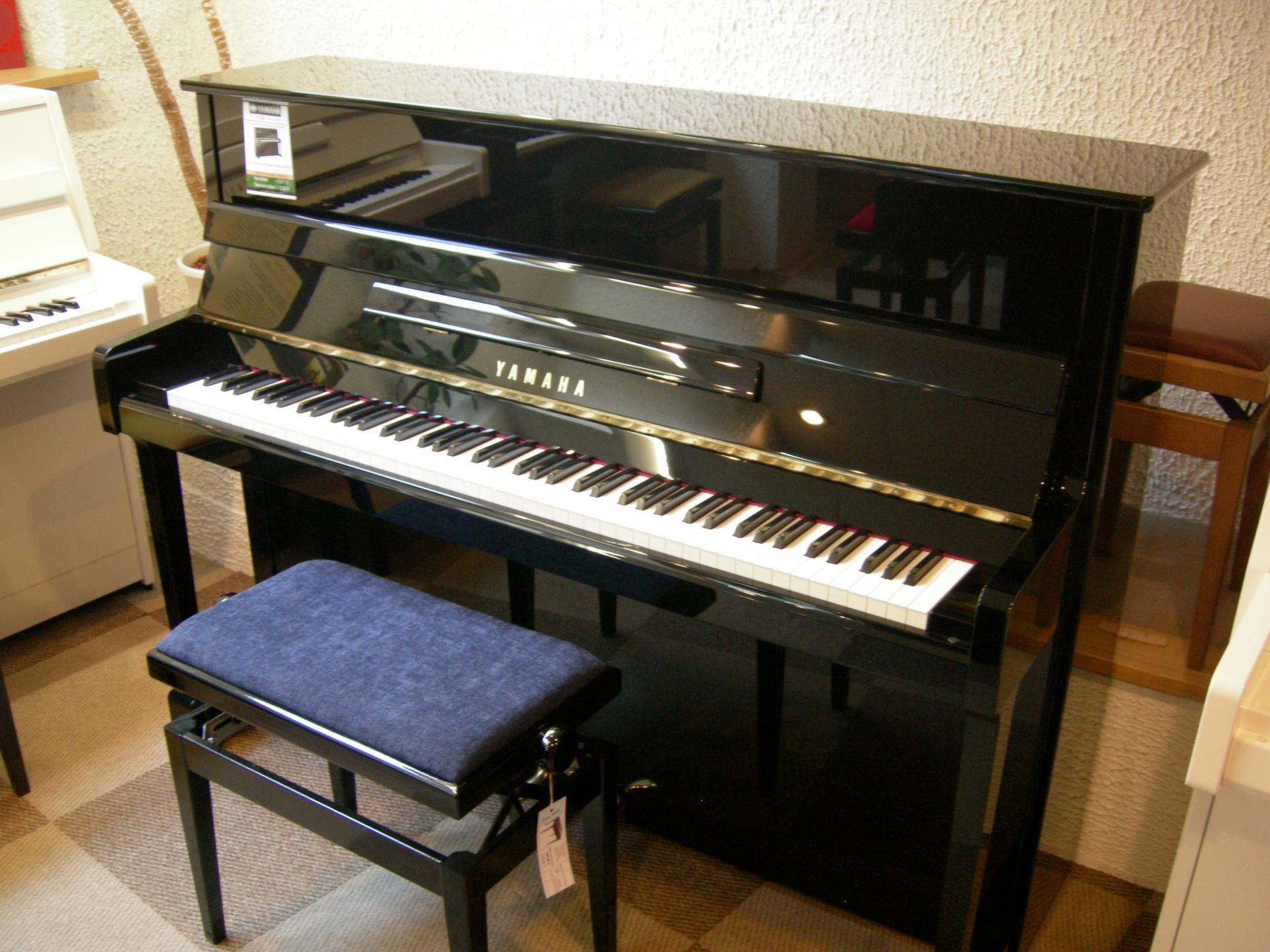 piano droit yamaha mod le p116 noir brillant. Black Bedroom Furniture Sets. Home Design Ideas