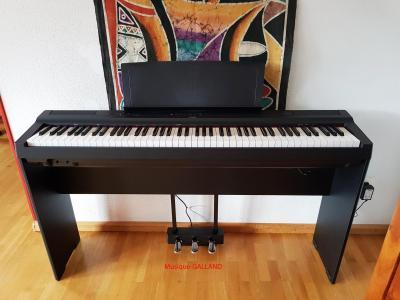 YAMAHA P125-B noir en offre spéciale avec meuble complet  (Disponible)
