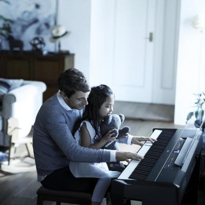 YAMAHA clavier P515B + stand L515B + Pédalier LP1B ( Disponible)