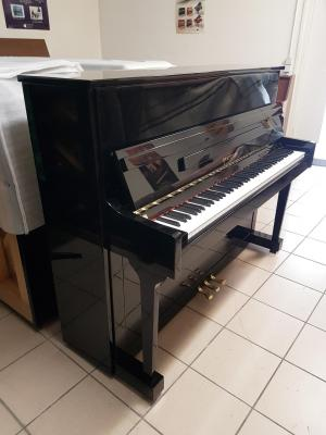 LOCATION d'un piano droit PEARLRIVER noir brillant