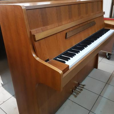 LOCATION d'un piano droit RAMEAU Beaugency noyer clair