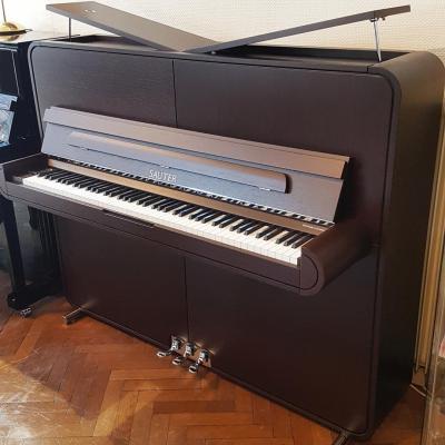 Piano neuf SAUTER 125-RONDO-WENGE Design Peter MALY  inclus banquette Rhapsodie (Disponible)