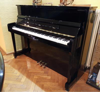 LOCATION-TEST d'un piano droit SAMICK modèle  JS-115-D noir brillant ( neuf)