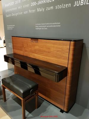 SAUTER  piano droit RHAPSODY-2019 design Peter Maly