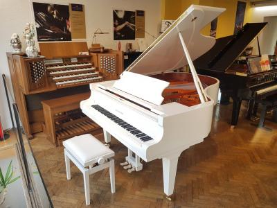 Piano à queue SCHIMMEL C189T TRADITION blanc brillant 189 cm