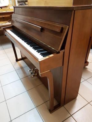 Piano droit d'occasion SCHIMMEL 109 cm RENNER en noyer